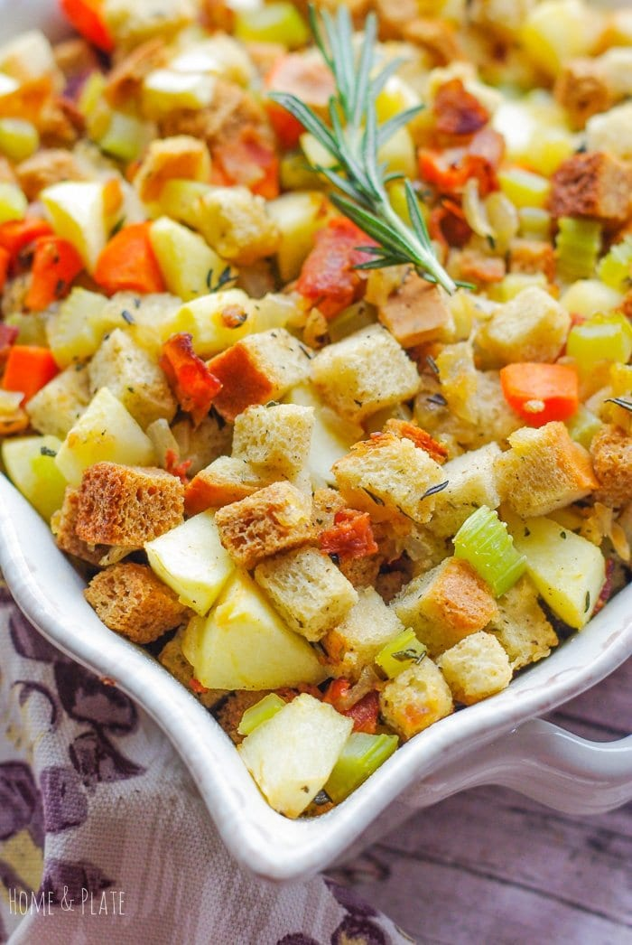 Turkey Stuffing with Apples and Bacon | www.homeandplate.com | Homemade turkey stuffing with sweet apples and salty bacon is a classic side dish that belongs on any holiday table.