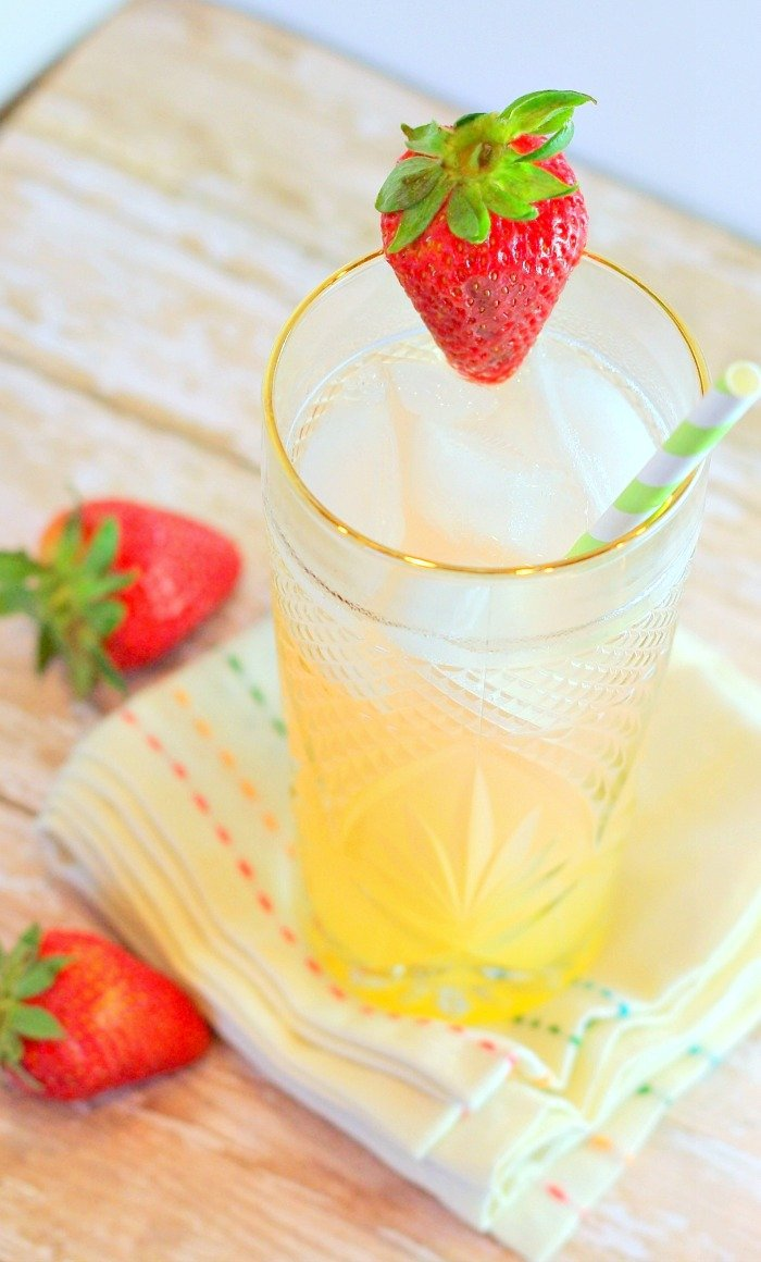 Vodka Citrus Splash | Home & Plate | www.homeandplate.com | This sweet libation has the added sweet tangy flavor of raspberry lemonade.