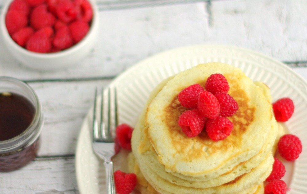 Light & Fluffy Buttermilk Pancakes | Home & Plate | www.homeandplate.com