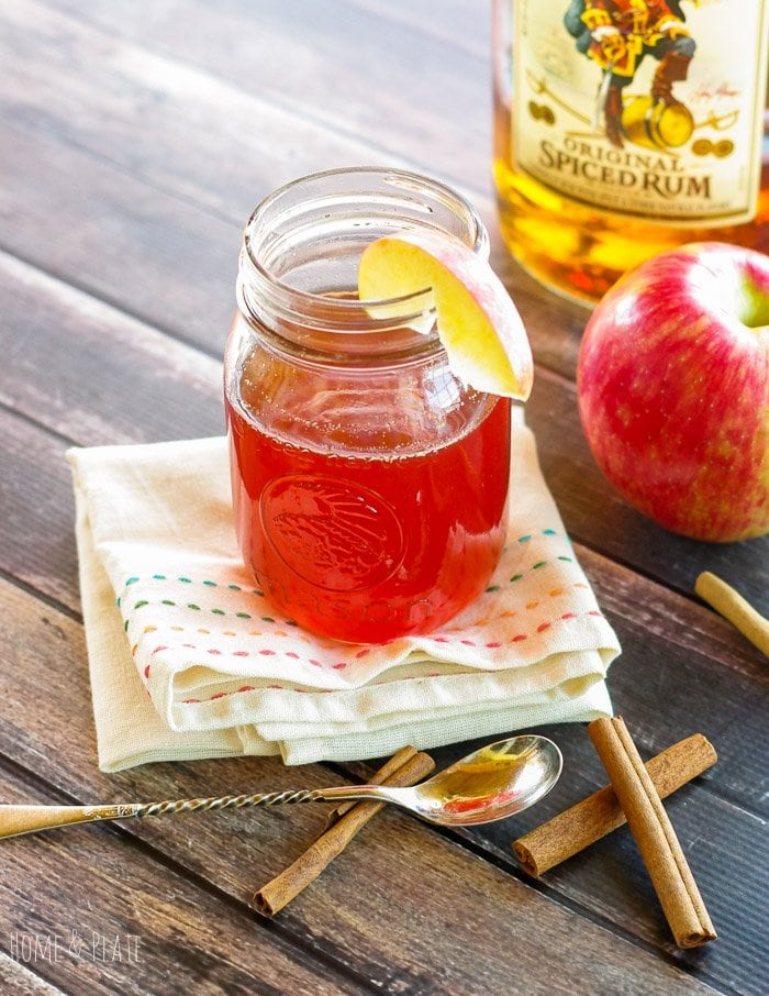 Spiked Apple Cider Tea | www.homeandplate.com | Warm up during these chilly fall nights with a hot and soothing rum cocktail that takes regular apple cider and kicks it up a notch.
