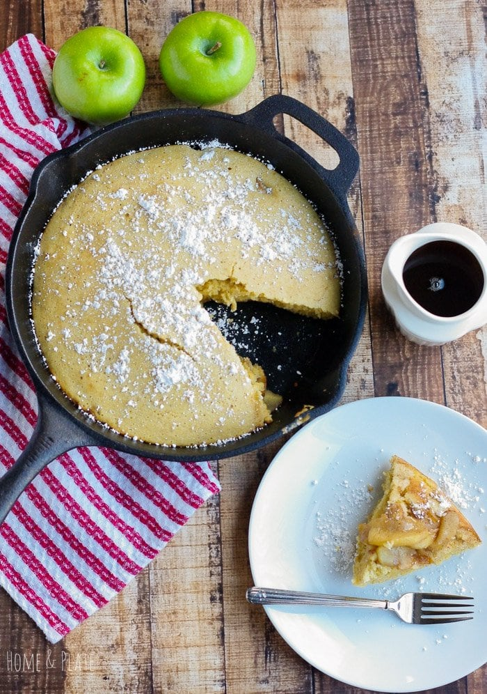 Easy Iron Skillet Apple Pancake | www.homeandplate.com | With this sweet and moist apple skillet pancake they