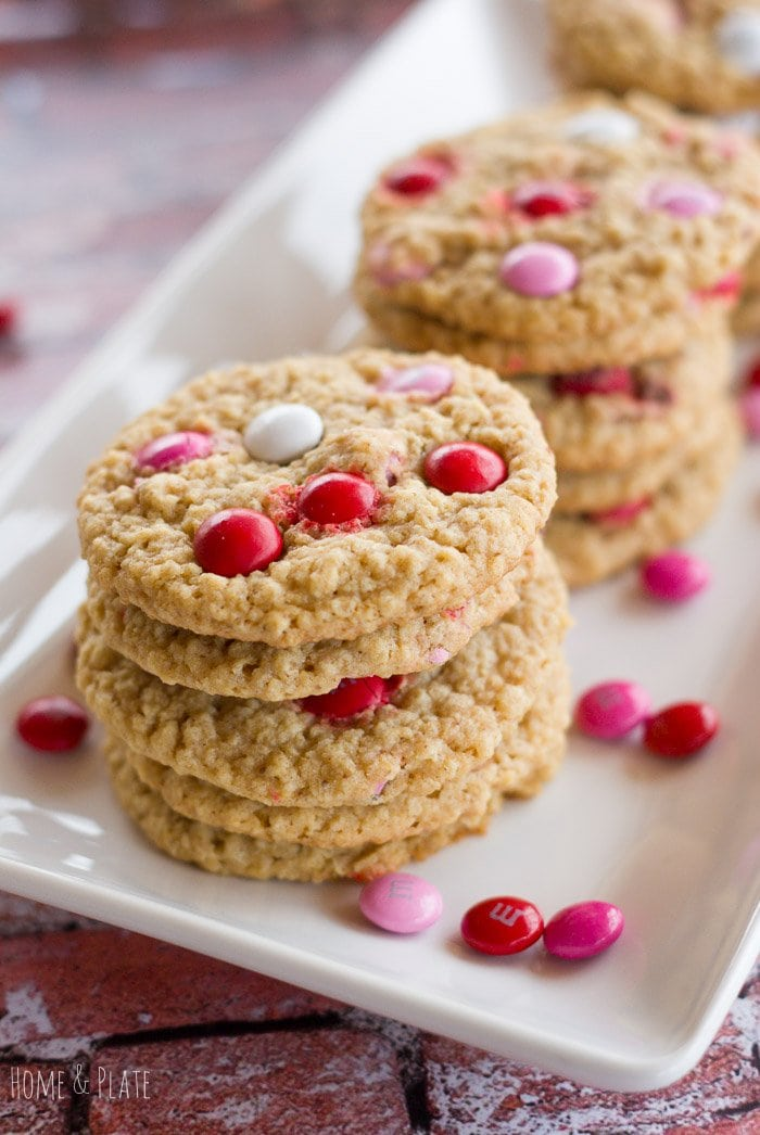 Valentine M&M Oatmeal Cookies | www.homeandplate.com | Surprise your sweetie this Valentine