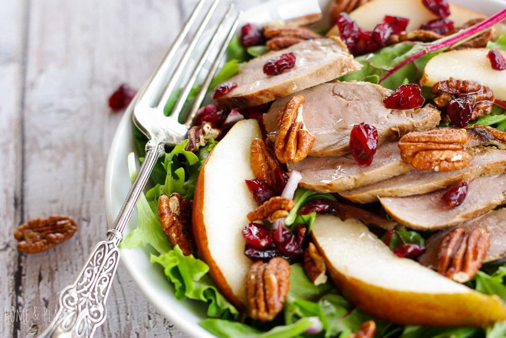 Mixed Greens with Pork, Sliced Pears and Spicy Pecans | www.homeandplate.com | The sweet syrup from red Anjou pears and the heat from the pecans add more flavor than you can even imagine to this simple healthy salad.