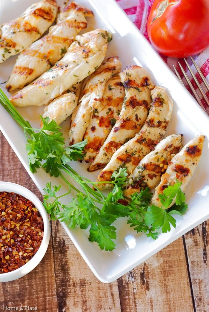 Chargrilled Lemon Garlic Chicken | Home & Plate | www.homeandplate.com | Marinated in lemon and garlic this juicy chicken that