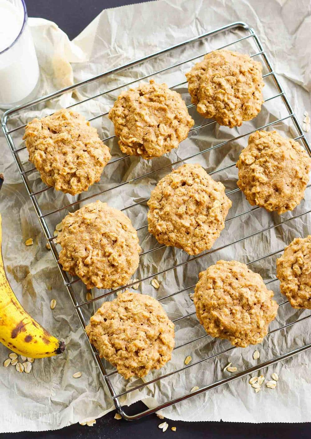 Healthy Peanut Butter Banana Cookies | www.homeandplate.com | Chock-full of oats, potassium filled bananas and protein-rich crunchy peanut butter, these sweet cookies are the perfect grab and go breakfast or snack.