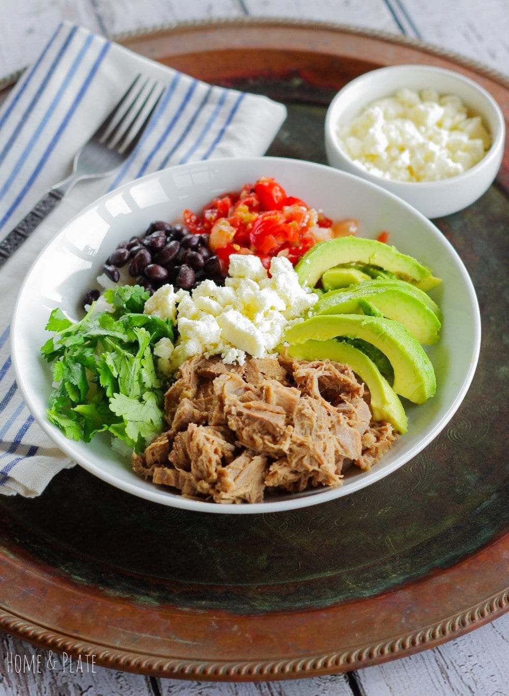 Easy & Healthy Beef Burrito Bowls | www.homeandplate.com | Take taco night to a new level and  serve up these easy and healthy beef burrito bowls for dinner.