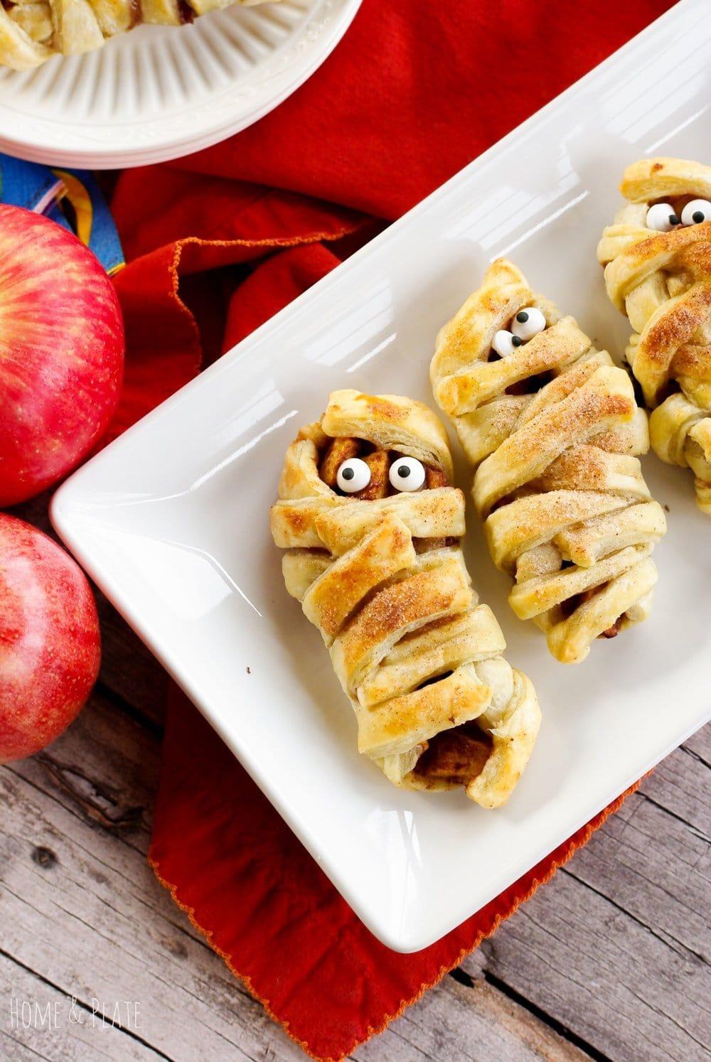 Healthy Halloween Treats – Mummy Apple Crypts