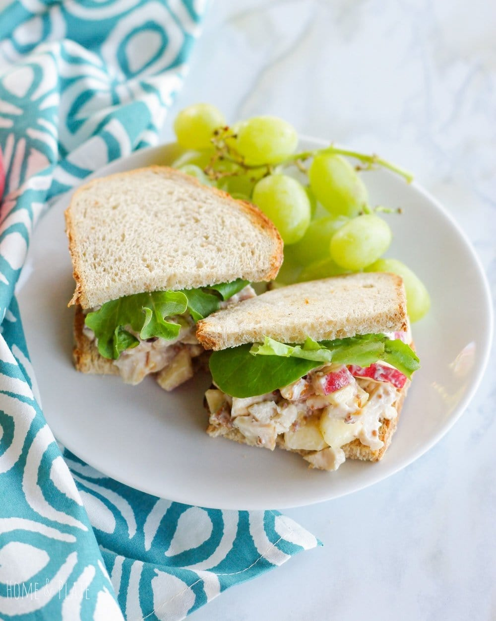 Orchard Apple Chicken Salad | www.homeandplate.com | Whip up a delicious lunch of rotisserie chicken, orchard apples and nutty pecans in this homemade orchard apple chicken salad.