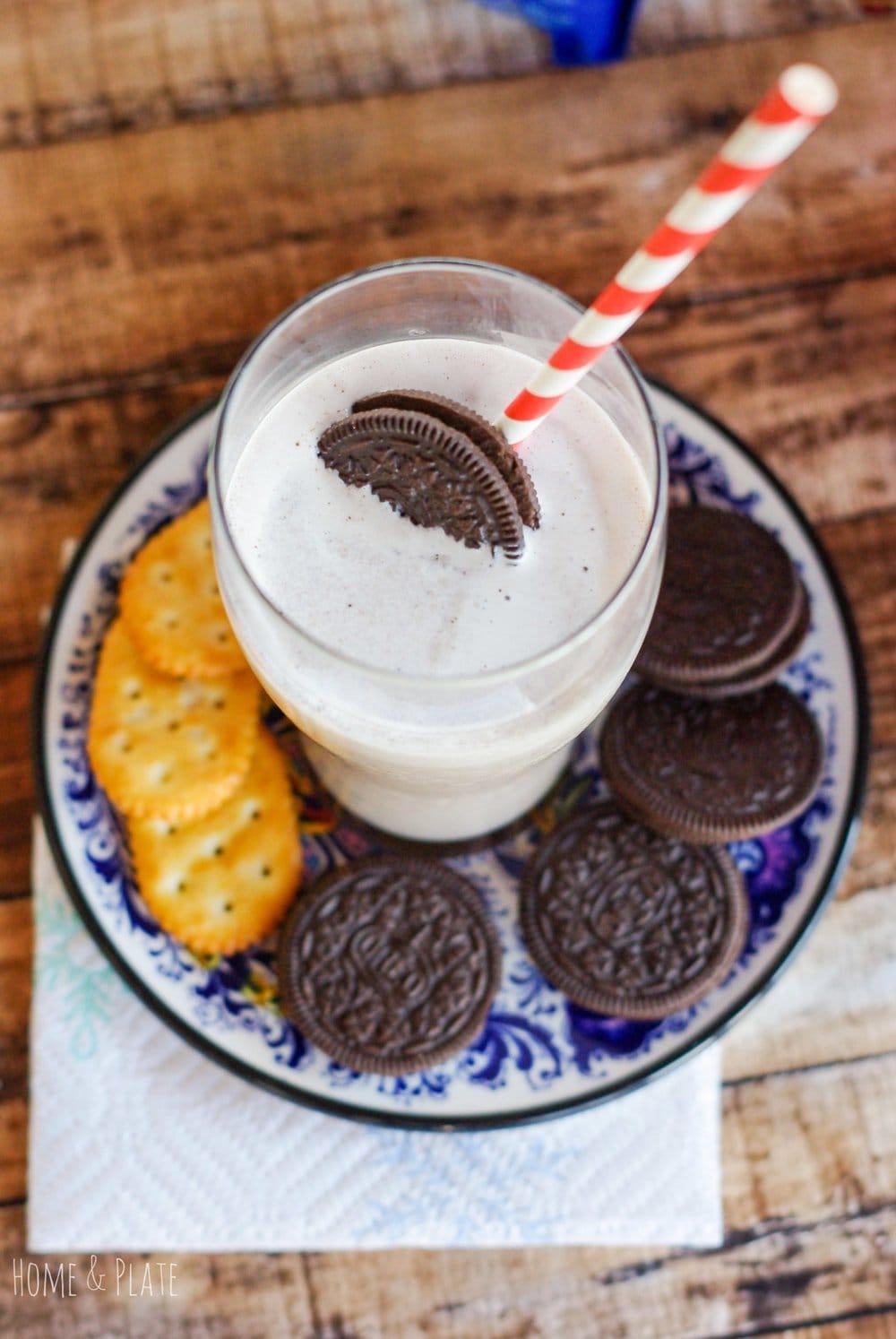 Oreo Frozen Yogurt Milkshakes   www.homeandplate.com   Surprise Santa with an Oreo milkshake made fresh with vanilla bean frozen yogurt and Oreo cookies. #ad #MerryMeals