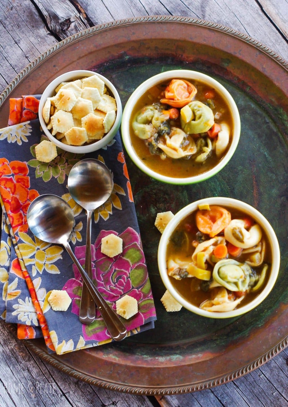 One-Pot Vegetable Tortellini Soup | www.homeandplate.com | Warm up this winter with a bowl of soup filled with fresh vegetables and cheese tortellini.