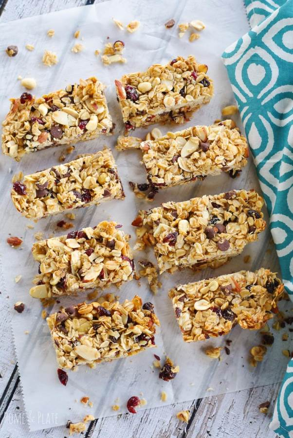 Chewy Fruit & Nut Granola Bars | www.homeandplate.com | Chewy Fruit & Nut Granola Bars are made from scratch taste better and are healthier than anything store bought.
