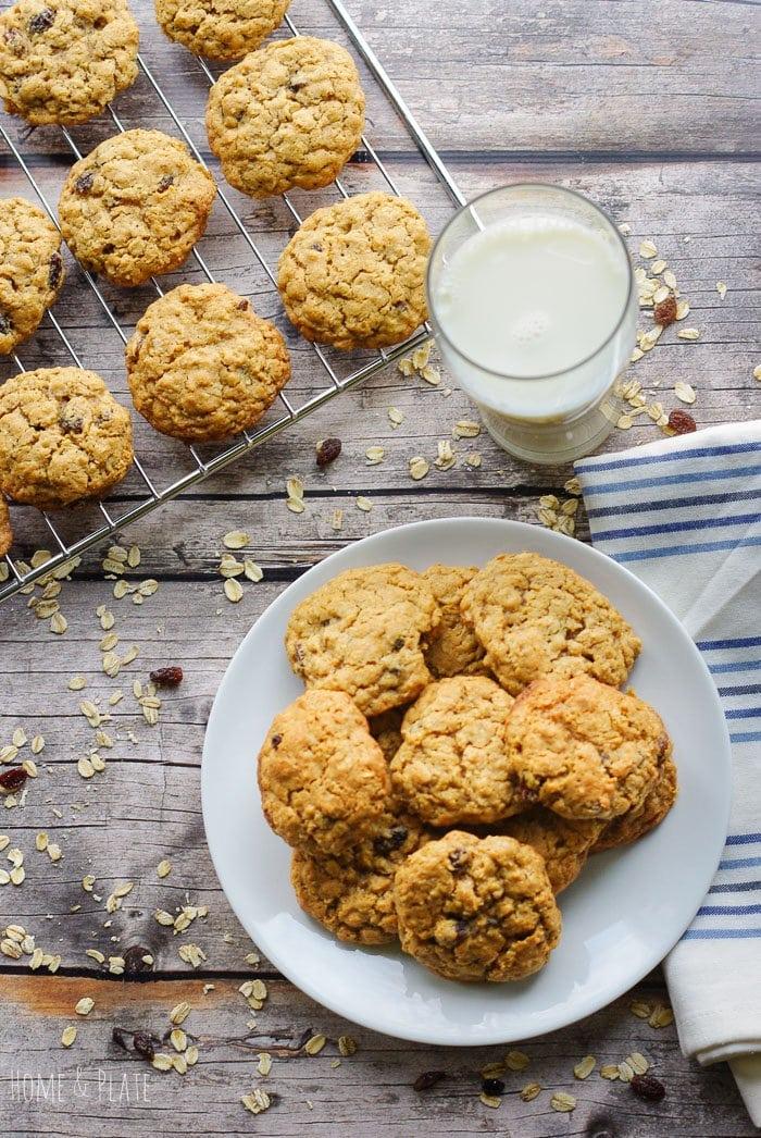 Copycat Oatmeal Raisin Cookies