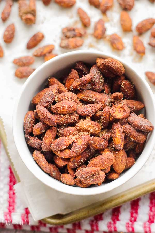 How to make Churro Almonds | www.homeandplate.com| These sweet and spicy churro almonds will remind you of summer fun at the local fair.